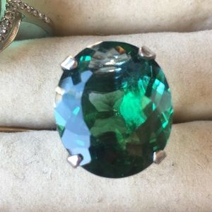 Jewelry - Huge green/blue stone ring